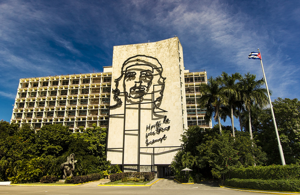 Ministries of Interior and Defense showing the facade with the image of Che Guevara.