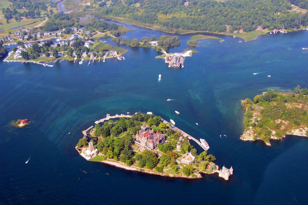 An arial photo of 1000 islands. Showing Boldt Castle on Heart island.
